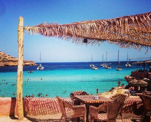 charter-alle-baleari-Ibiza-beach