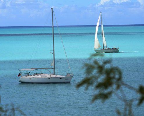 a-vela-ai-caraibi_antigua-barche