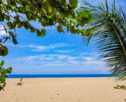 a-vela-ai-caraibi-antigua-spiaggia
