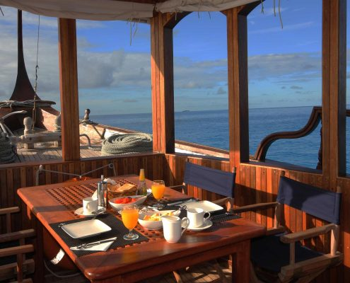 Le Maldive in barca tavola