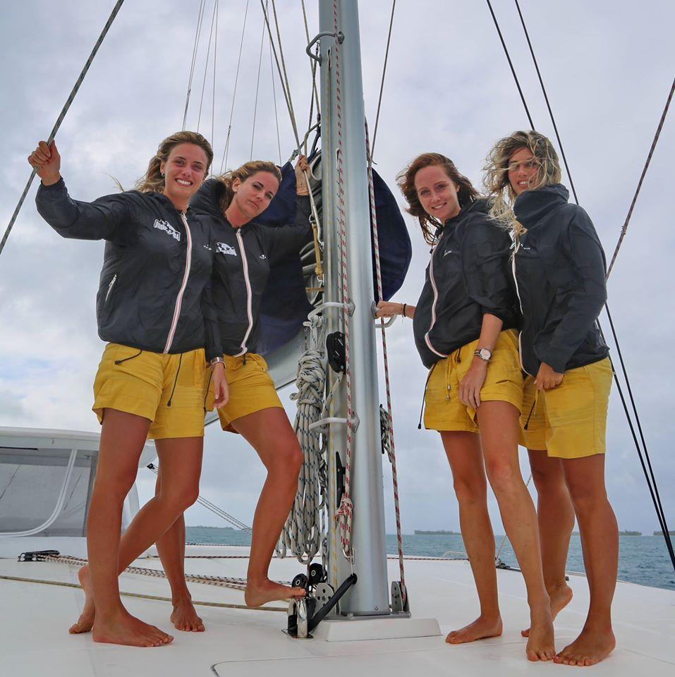 Polinesia-in-catamarano-3-team-felpe