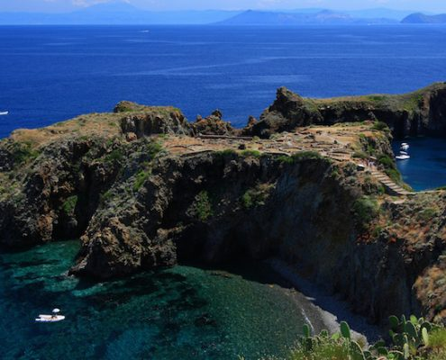 barca a vela eolie_Panarea villaggio preistorico