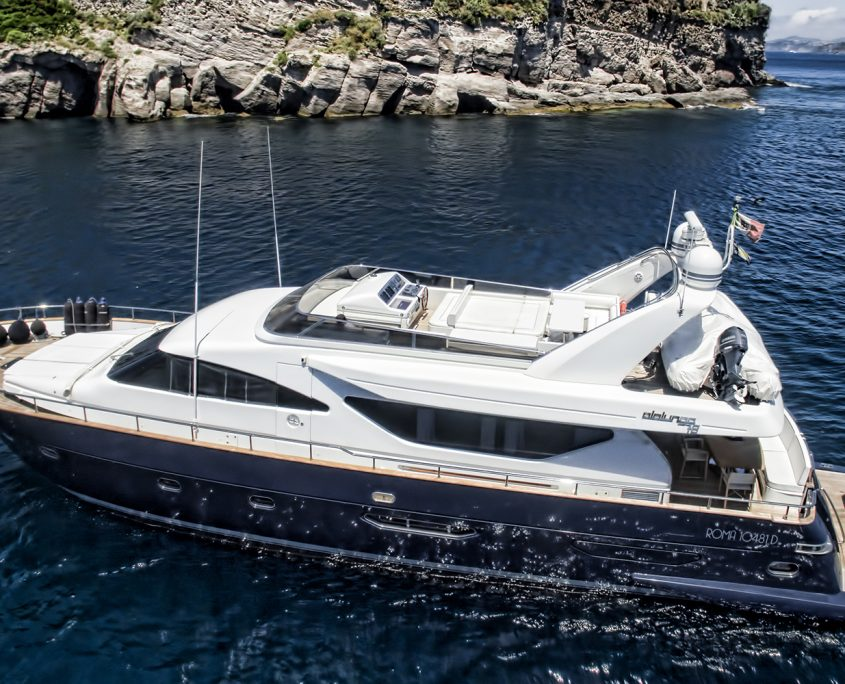 Resilience motor yacht