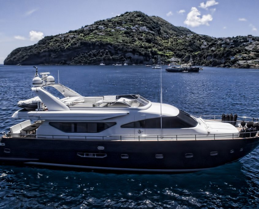 Resilience motoryacht for charter