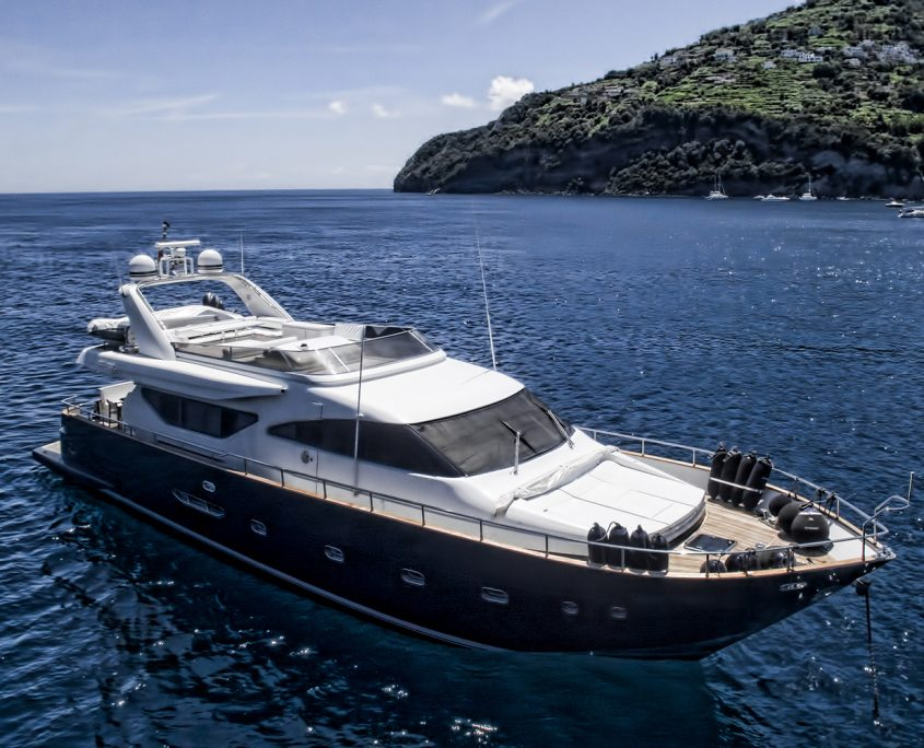 Resilience yacht for charter