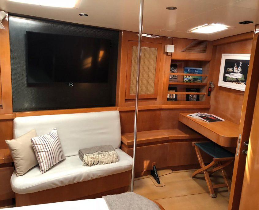 logica yacht tv