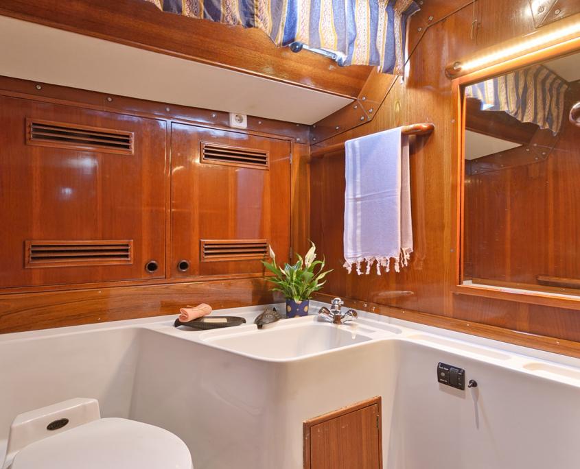 tangaroa yacht bagno privato