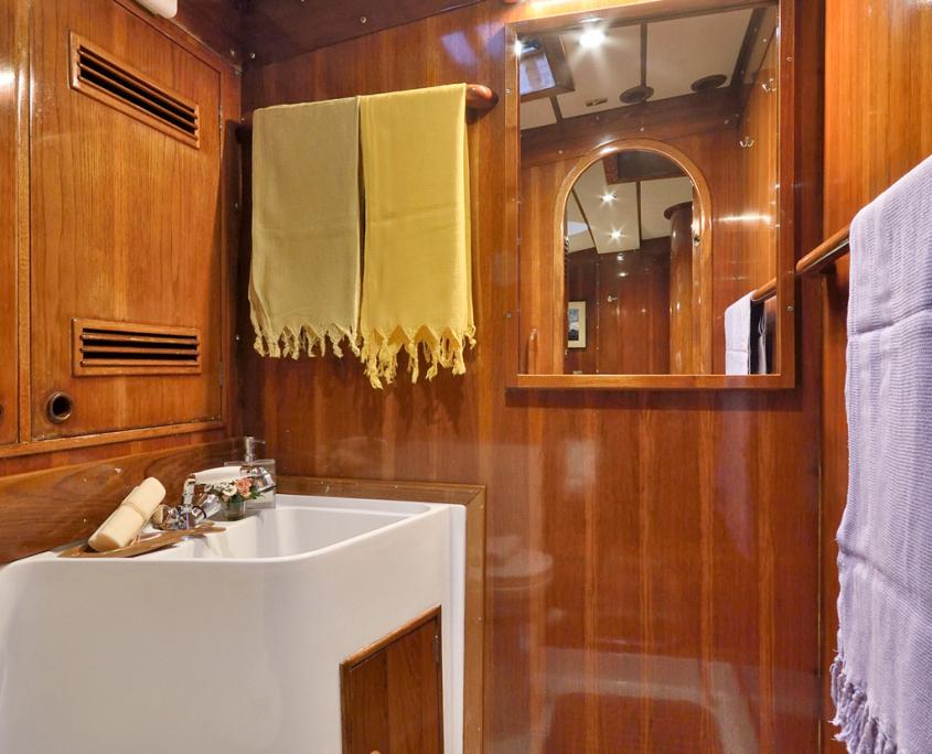 tangaroa barca bagno privato