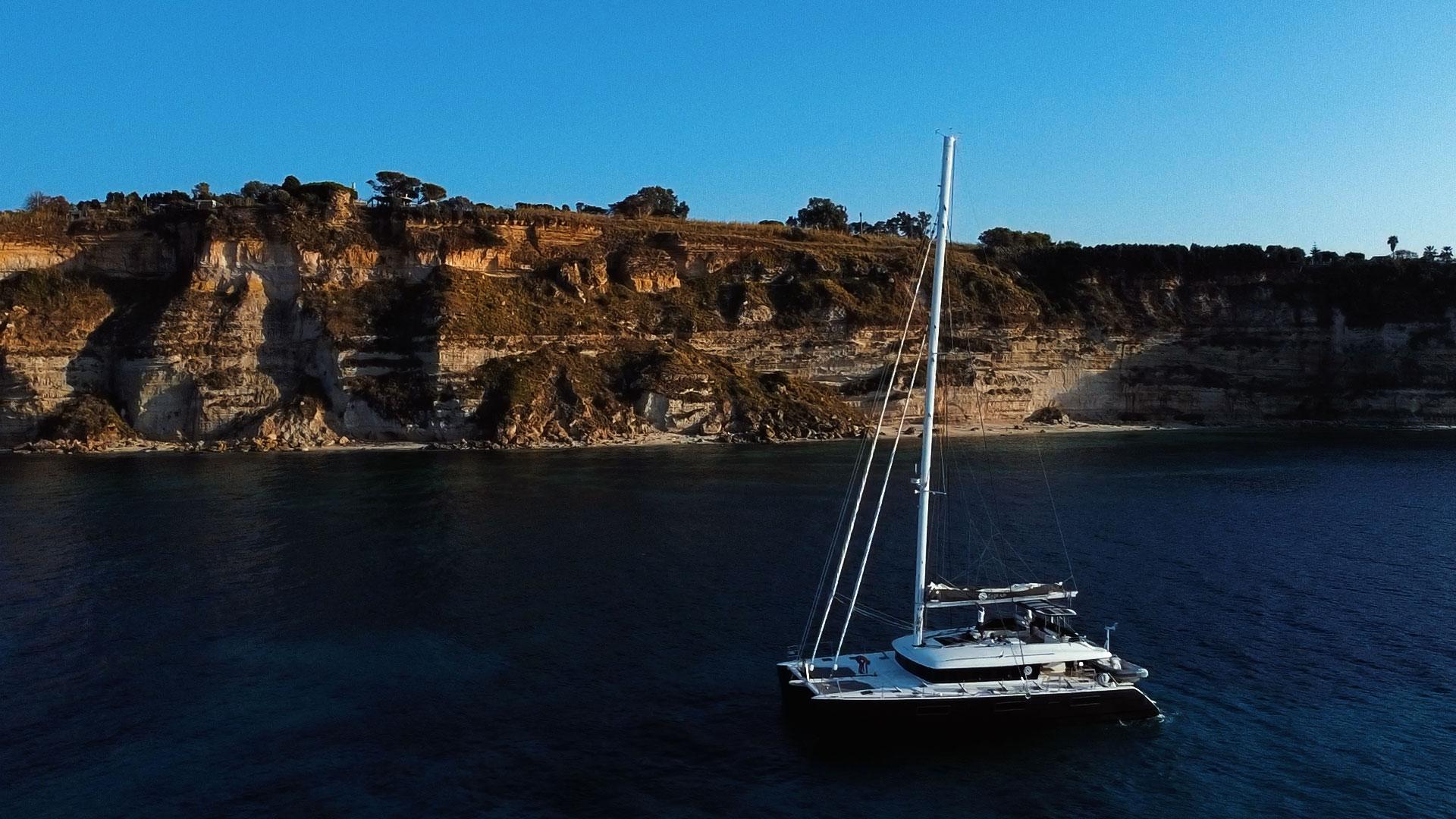 eolie catamarano