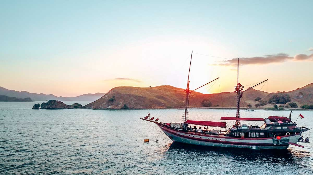 komodo yacht mantamae equinoxe