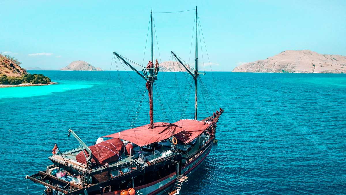 mantamae yacht charter