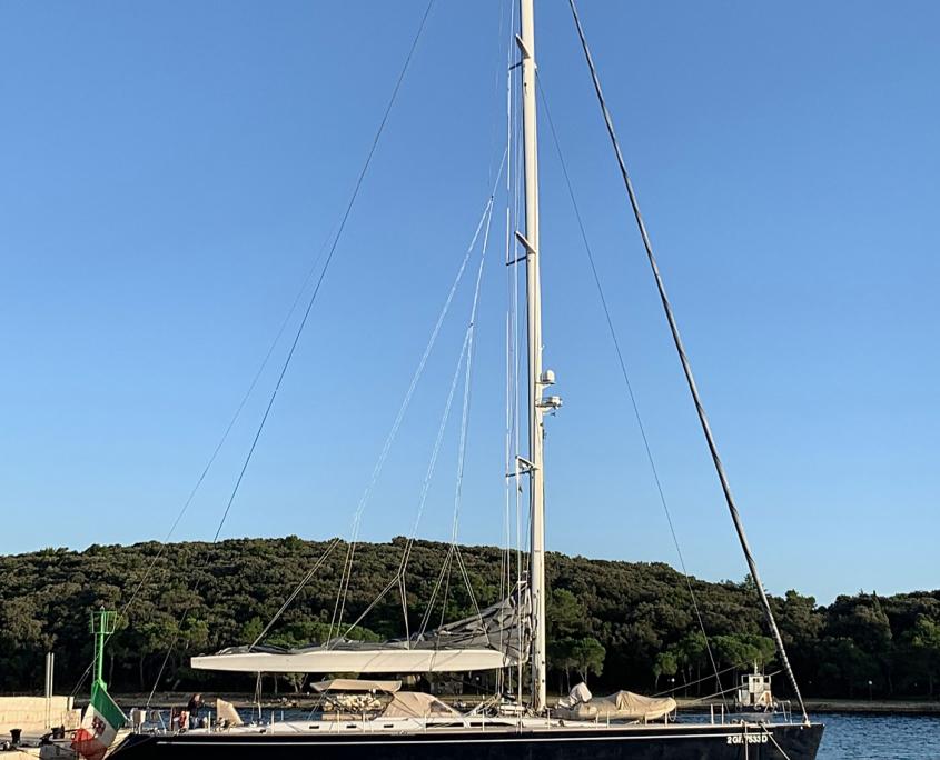 barca vela southern wind
