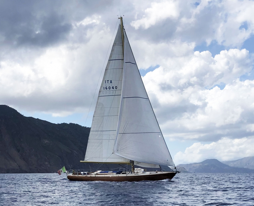 clan 2 yacht vela charter