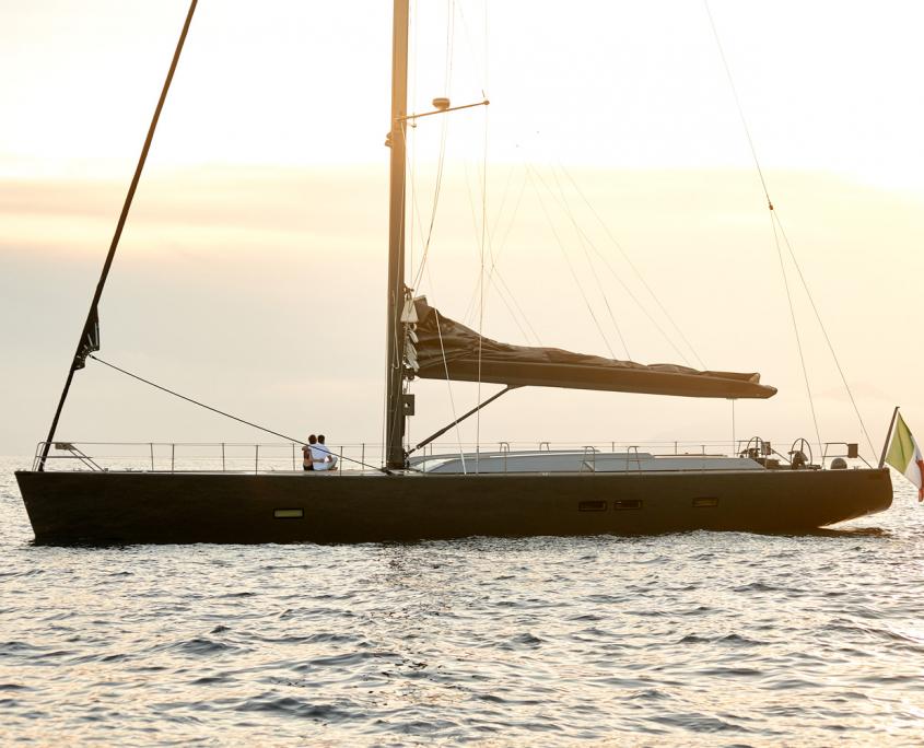 yacht aori tramonto